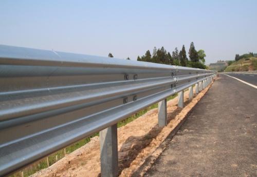 诚挚推荐可靠高速公路护栏板-云南高速公路护栏板