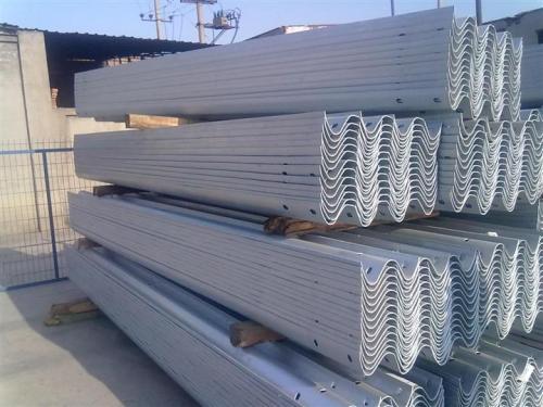 山东优良护栏板生产企业-销售护栏板