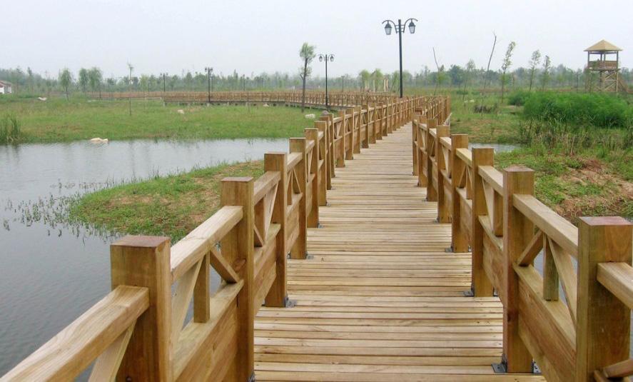 昌富亿达钢木结构防腐木木桥您的品质之选-海口防腐木木屋