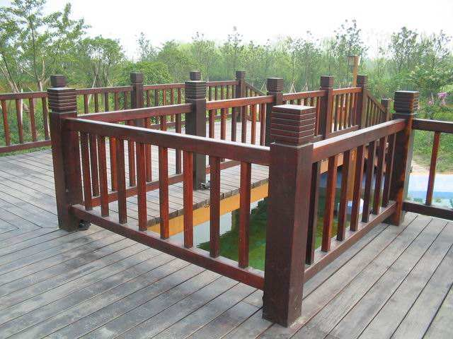 【厂家直销】海口品质好的防腐木护栏 钢木结构