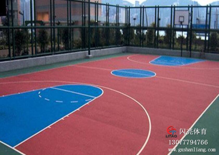 北海篮球场地施工厂家-选购耐用的南宁丙烯酸篮球场-就来广西闪亮体育用品