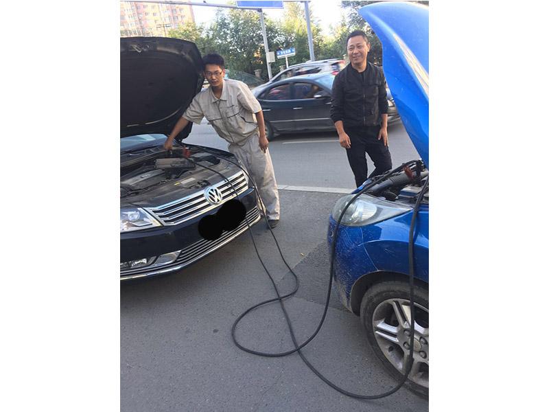 浑南电瓶没电救援,奥体附近汽车连电,浑南东路汽车救援更换轮胎
