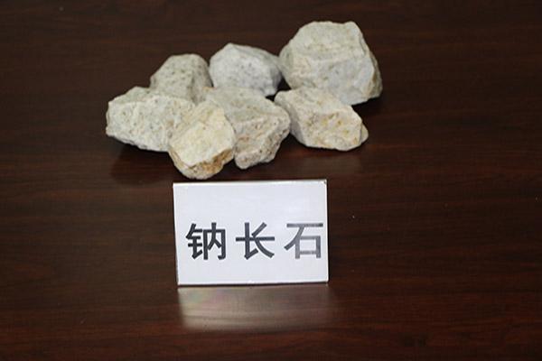 钠长石怎么样-东港晟威矿业股为您供应实惠的钠长石钢材