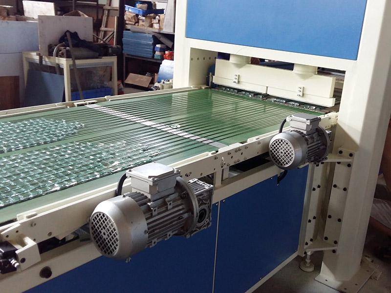 掰片机厂家直销-大量供应质量好的JLBP-600型玻璃自动冲压掰粒排版机