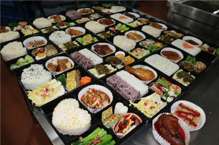 重庆雅福食品提供专业的食堂承包-怎么选择食堂承包
