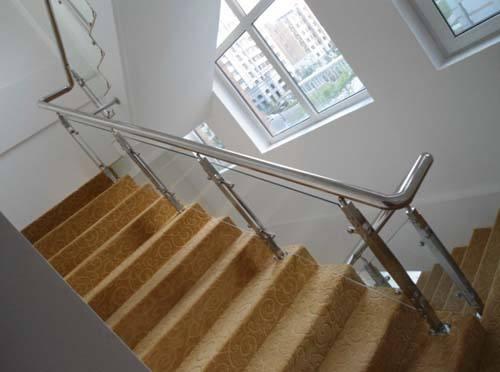 哈爾濱白鋼樓梯哪里有-遼寧哪里有供應耐用的白鋼樓梯