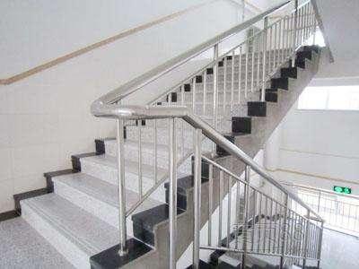 鞍山白钢楼梯定制|口碑好的白钢楼梯当选沈阳翰祥白钢铁艺