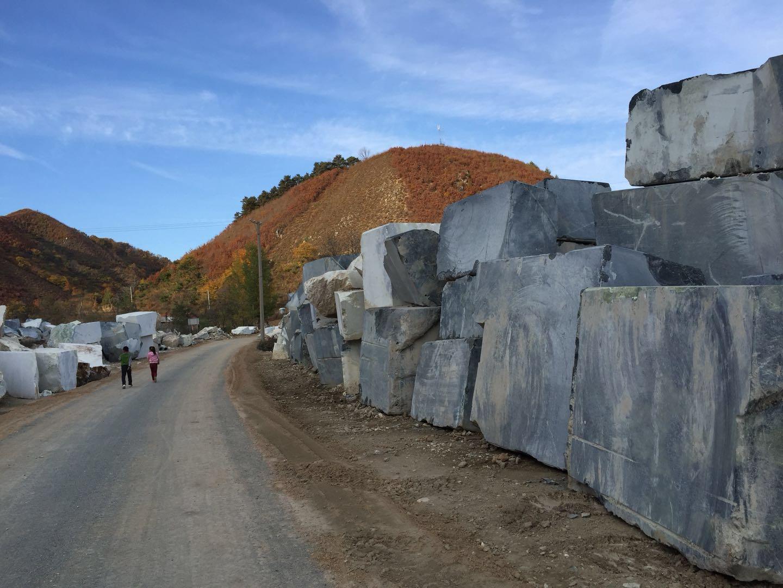 水头白色大理石直销,宽甸东玉矿业提供的黑色大理石好不好