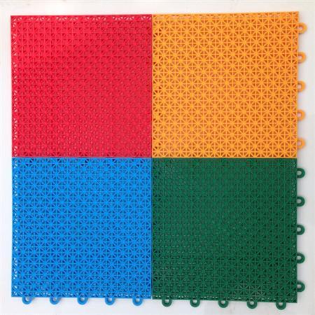 锐澳特注塑可信赖的运动拼装地板销售商 悬浮拼装篮球场