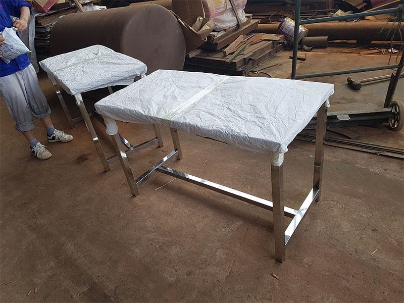盐城优秀的不锈钢工作桌供应商当属立兴机电设备安装——无锡不锈钢餐桌