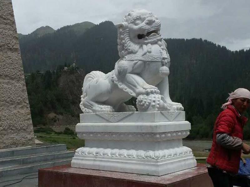 四川哪家汉白玉狮子厂家好_贵州汉白玉狮子