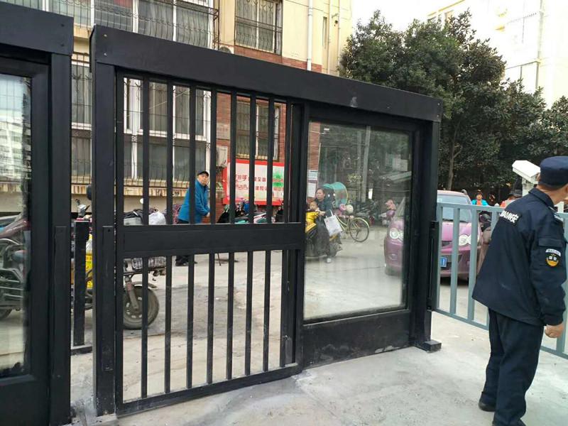 人行通道门