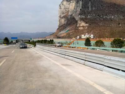 组合式波形梁板活动式钢护栏-AM级生产厂家|苏州物超所值的组合式波形梁板活动式钢护栏-AM级推荐