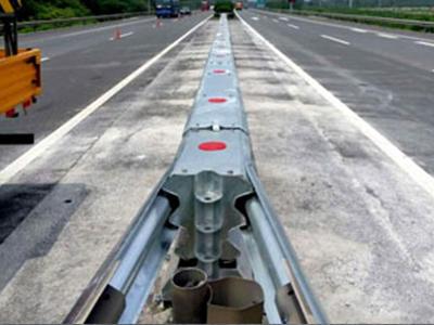江苏组合式波形梁板活动式钢护栏-AM级供应厂家-苏州可靠的组合式波形梁板活动式钢护栏-AM级供应商