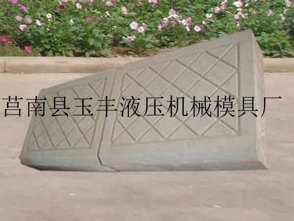 临沂路沿石机厂家推荐――内蒙古哪里有做砖的机器