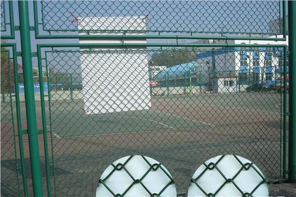 好的笼式足球场围栏提供商,当选红日金属丝网,新式的笼式足球围栏