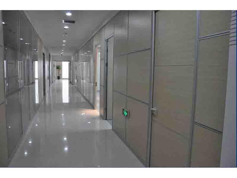 玻璃隔断专业供货商_临夏办公室隔断