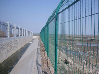 新款高速公路护栏网哪里买|机场围网价格如何