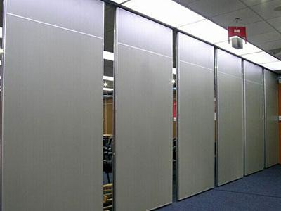 折疊隔斷廠家推薦-劃算的100型活動隔斷要到哪買