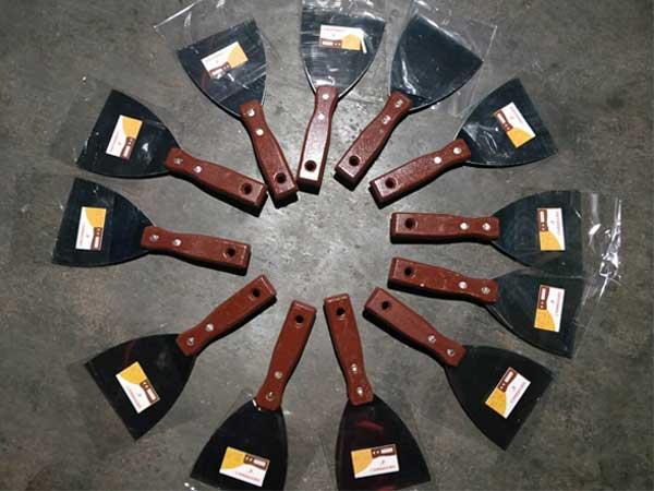 聊城铁把烤蓝油灰刀生产厂家-山东专业的油灰刀厂家推荐