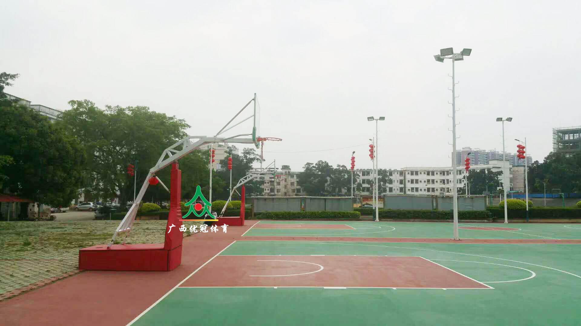 广西优冠体育教你买专业的移动篮球架,篮球架安装方法