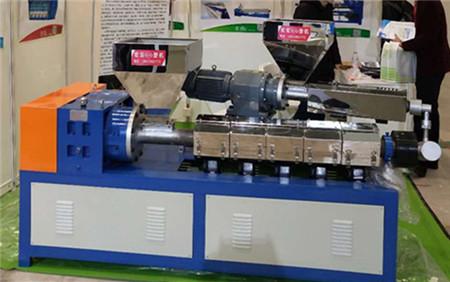 优质的二复合橡胶挤出机图片|宏安橡塑机械供应厂家直销的二复合橡胶挤出机