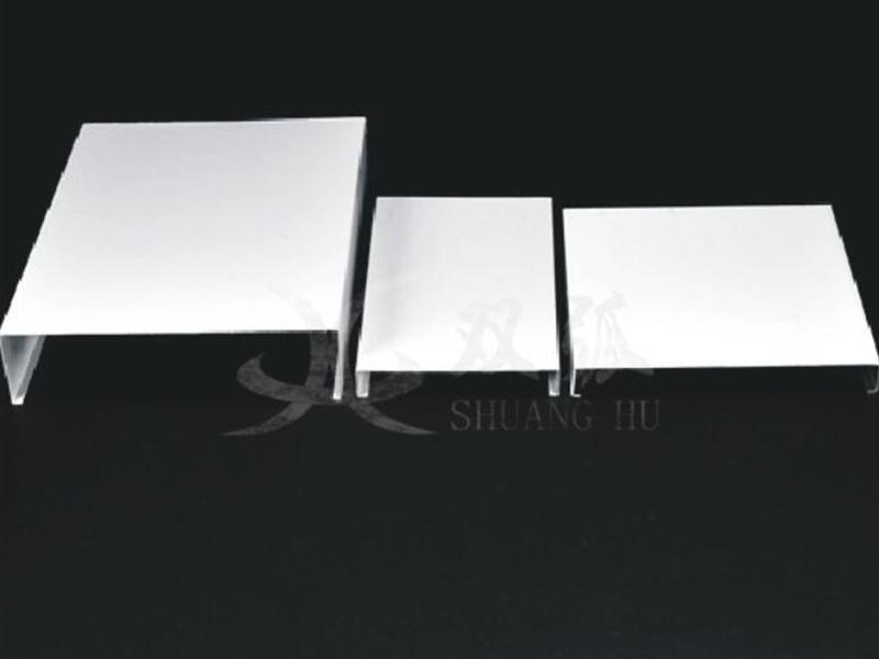 广东条扣天花生产厂家-双弧幕墙提供的条扣天花价钱怎么样
