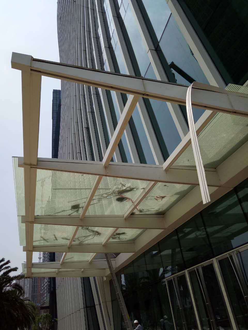 幕墙安装更换 哪儿有卖品质高的钢化玻璃