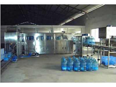 甘肅桶裝水自動灌裝設備-專業的桶裝水灌裝設備供應商-蘭州富萊全環保設備