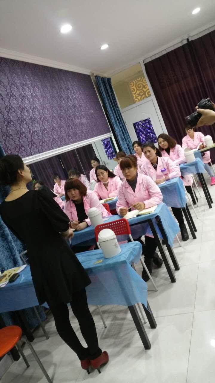 有信誉度的邯郸东芭彩妆学校就是东芭美容美发学校——学美容要学多久
