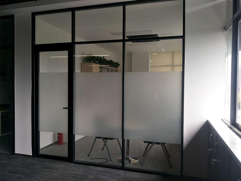 双层玻璃隔断生产厂家_为您推荐豪派装饰品质好的双层玻璃隔断