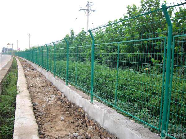 广西公路护栏网,优质公路护栏网供应信息