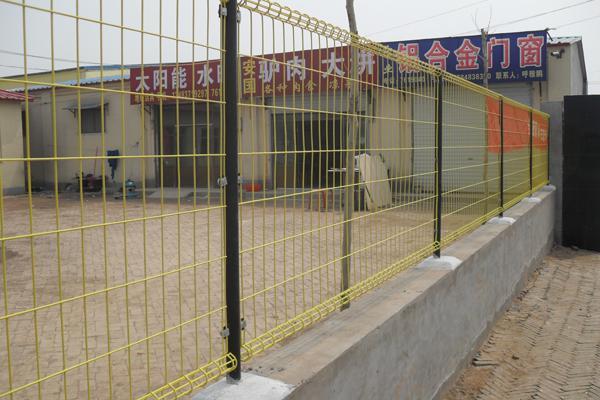 红日金属丝网提供衡水地区专业双圈护栏网_双圈护栏网低价批发