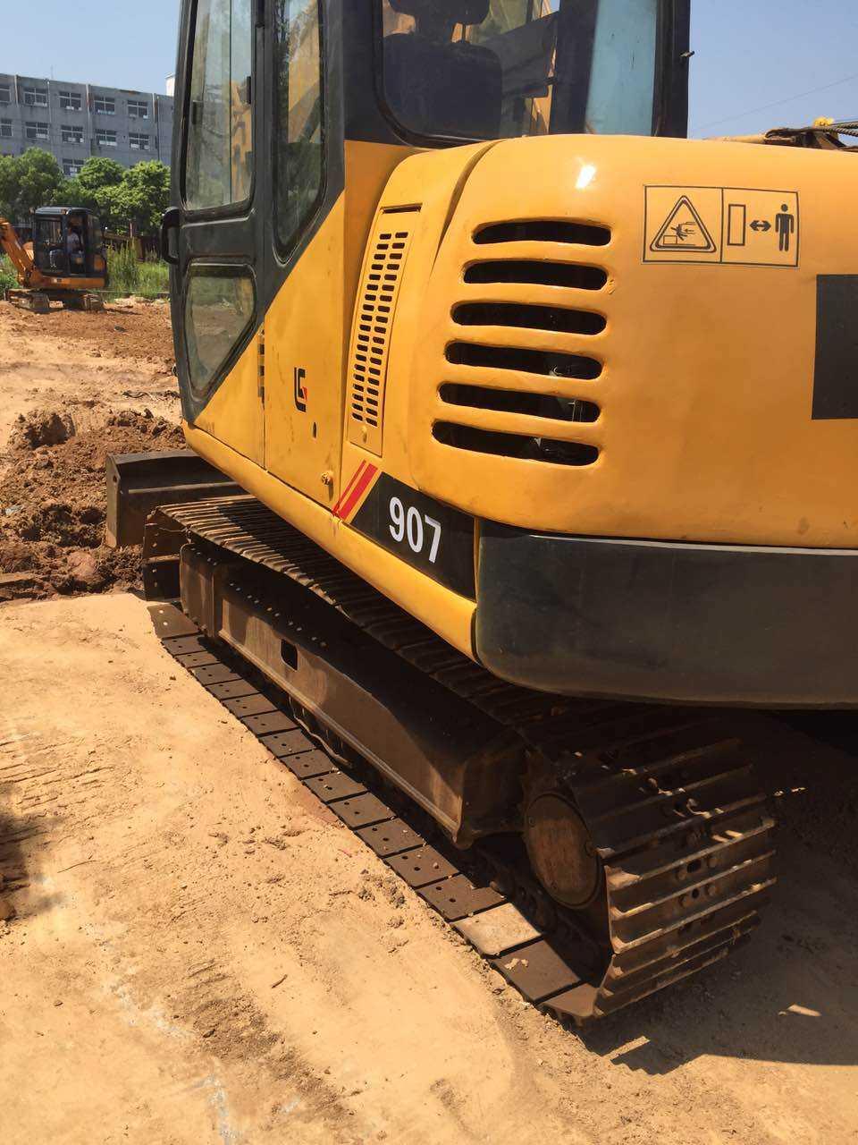 小松挖掘机维修售后服务站电话