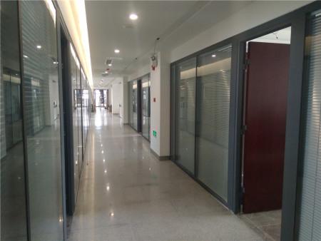 北京隔断厂家-专业玻璃隔断设计安装公司当属美泰装饰