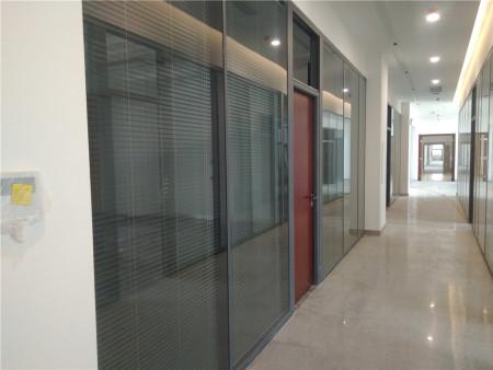 玻璃隔断价格-玻璃隔断设计安装公司