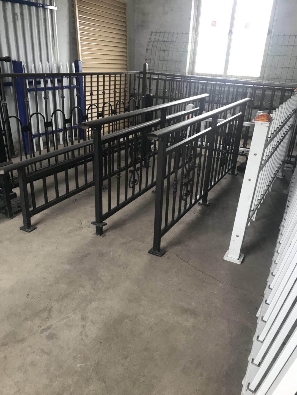 大量锌钢百叶窗护栏扶手围挡—沈阳飞马护栏