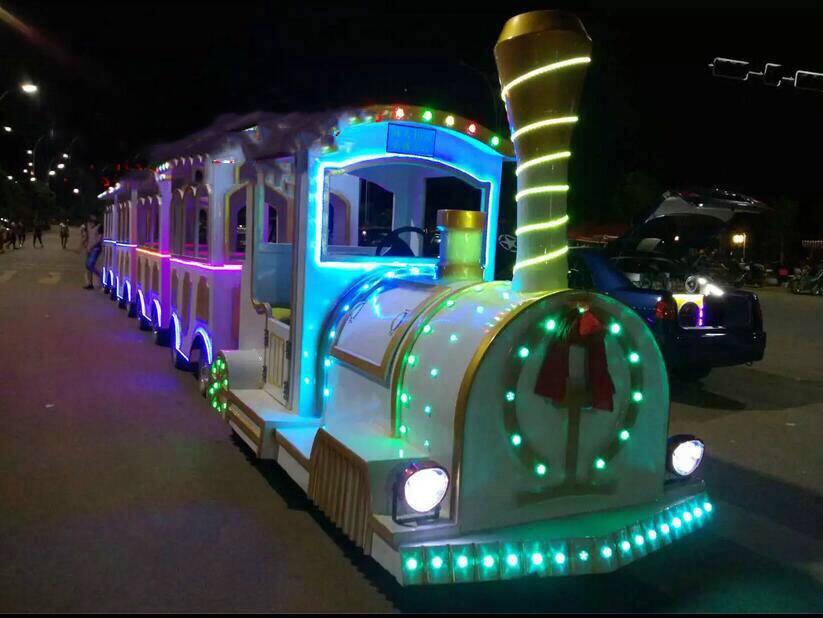 郑州知名的无轨小火车供应商-厂家供应无轨火车