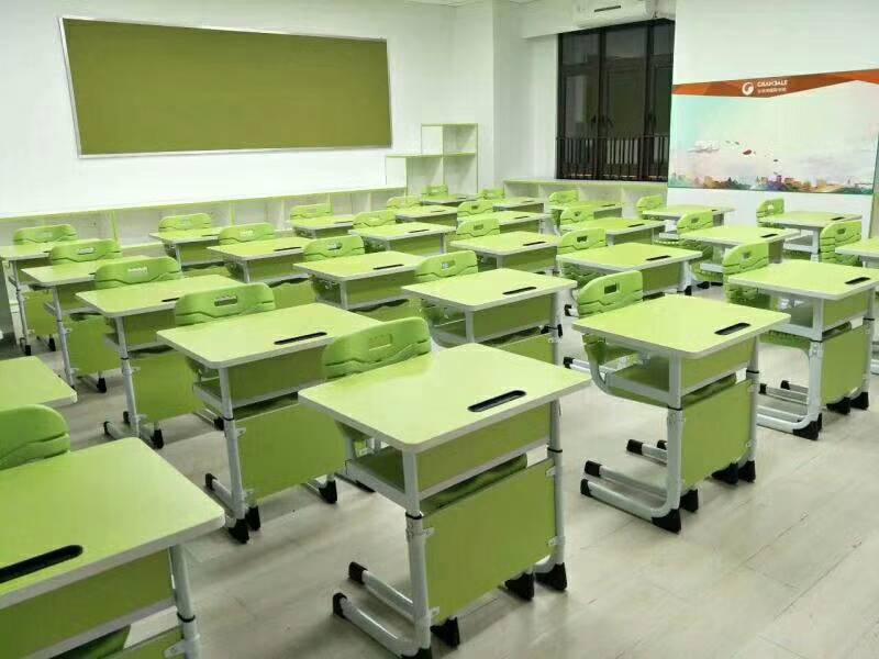 兰州课桌椅定制-高品质甘肃课桌椅在银川哪里有我竟然震不碎�@冰�K供应