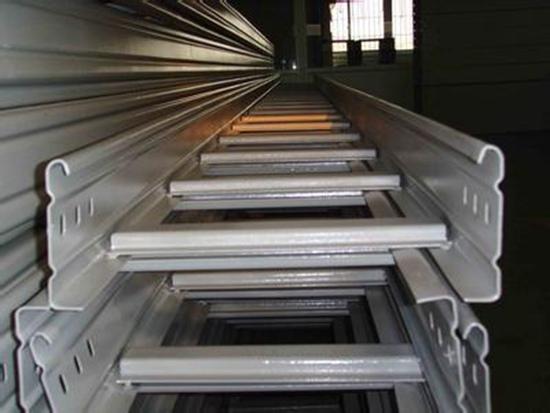 大跨距梯形桥架安装图片 专业供应高质梯式桥架