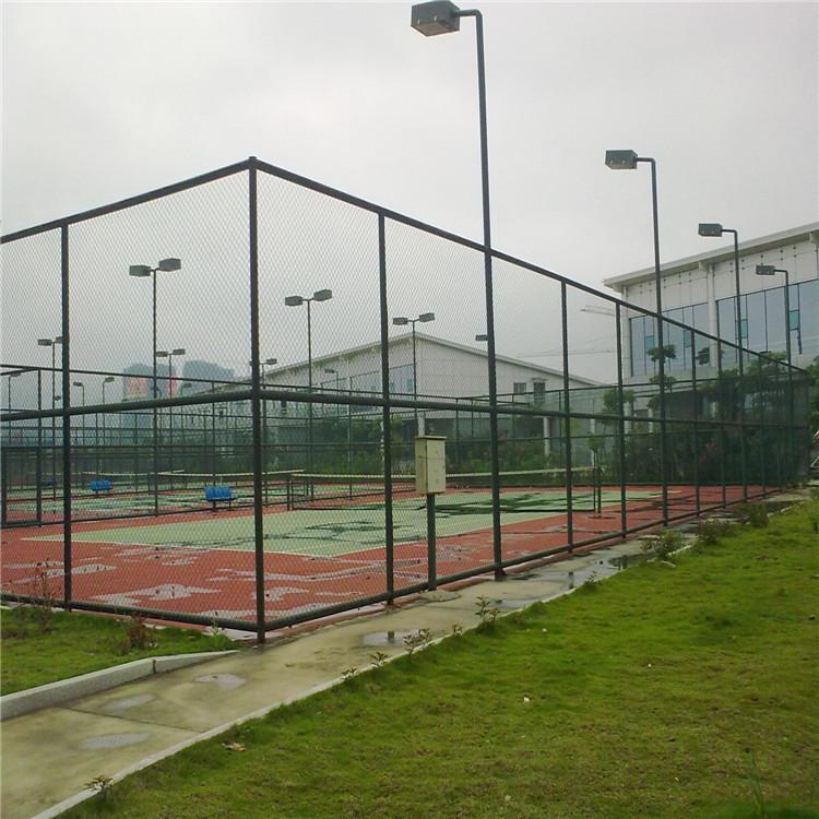 售卖体育场围栏,专业体育场围栏是由红日金属丝网提供