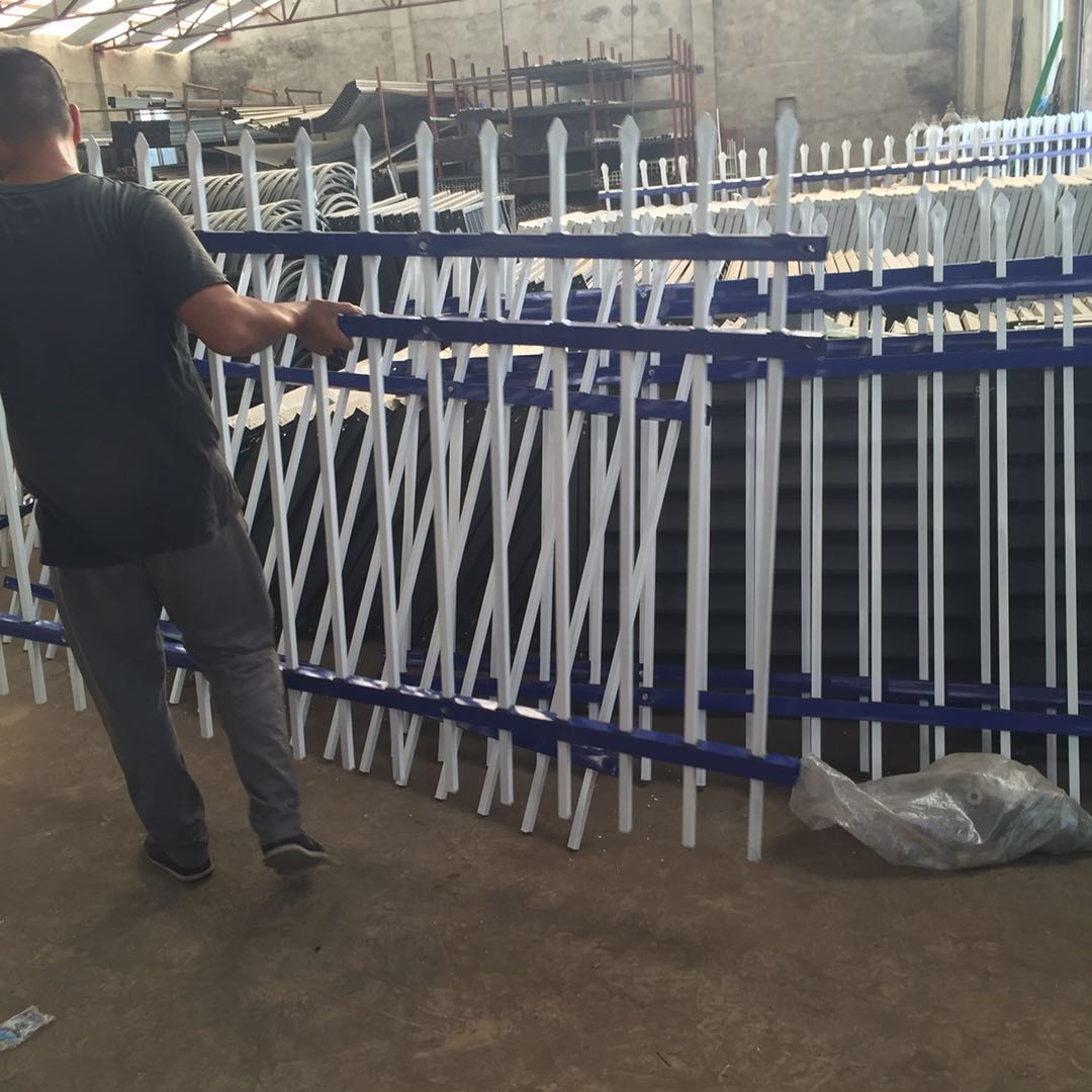 大量出售锌钢护栏锌钢百叶窗锌钢扶手