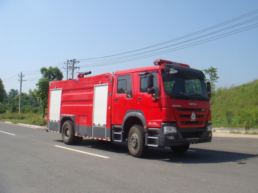 四驱8吨水罐消防车
