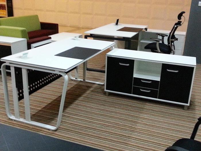中宁质量好的办公桌品牌|要买品质银川会议桌就找宁夏金兰家具
