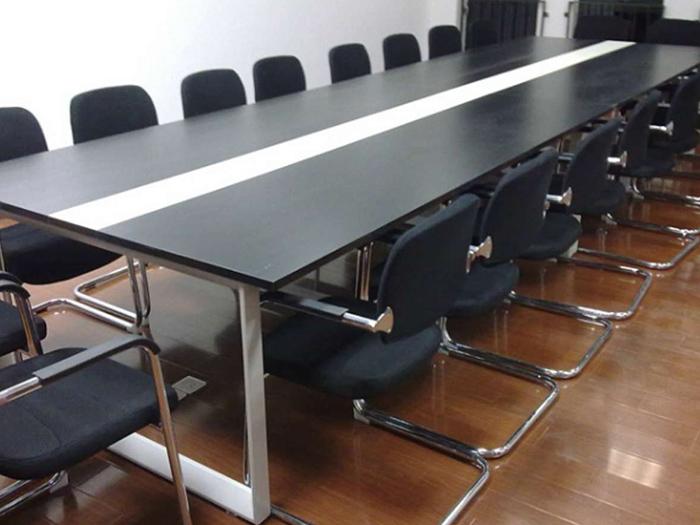 银川会议桌_宁夏金兰家具专注家具品质 固原价格低的办公桌厂家直销