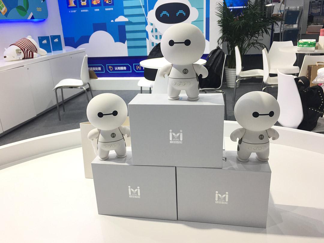 学聪陪伴机器人