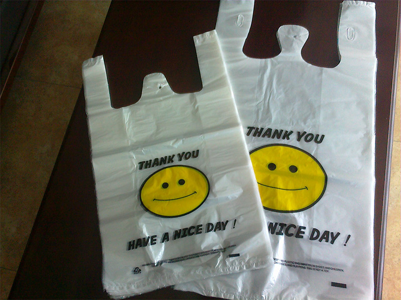 益朋包装优质购物袋生产供应 郑州益朋包装材料有限公司成立于2015-07-07,从创立至今,公司就立志要做国内优质的购物袋供应商。本着以质取胜,以客为尊的宗旨,经过多年不懈努力,益朋包装已占有塑料包装容器很高的市场份额,赢了广大需要的人群的支持和信任,在河南;山西;陕西享富盛名。 郑州益朋包装材料有限公司自成立以来,坚持以科技立业,诚信为本,质量赢客户为广大需要的人群提供优质的购物袋。益朋包装在郑州市拥有雄厚的资源和较广的合作伙伴,在塑料包装容器行业中位居前列,我们的产品远销河南;山西;陕西,具有包