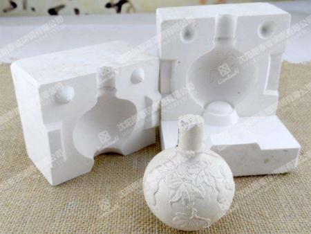 吉林價位合理的玻璃鋼雕塑哪里買|吉林定做玻璃鋼凳子