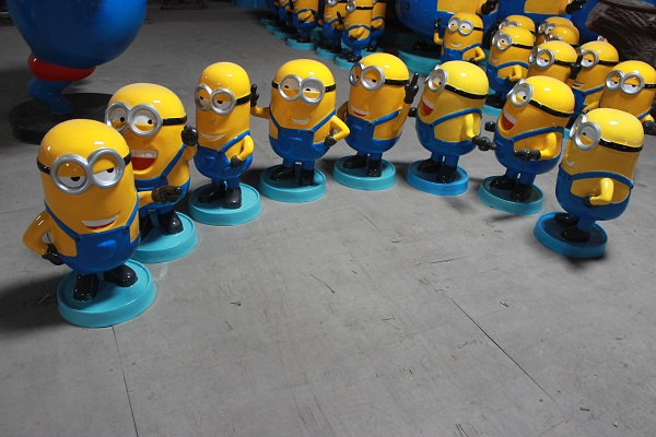 厂家直销玻璃钢小黄人雕塑商场美陈树脂摆件仿真卡通人物雕塑定制