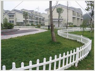 供应绿地PVC隔离护栏价格优惠质量好